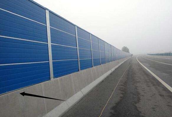 公路声屏障底座和声屏障板直接缝隙图